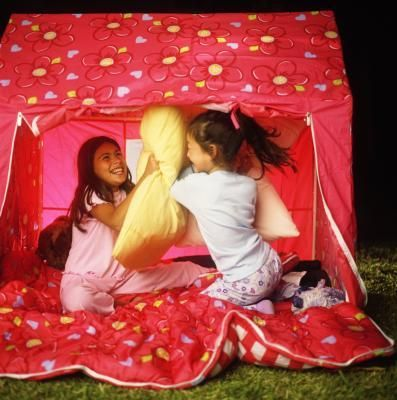 Set up your #campsite right in your backyard with these backyard camping ideas for kids!