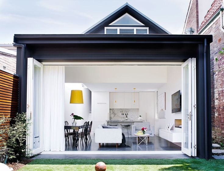 The back of the house was converted into an open-plan kitchen and combined living/dining room. Here, bifold doors were installed to increase the sense of space.