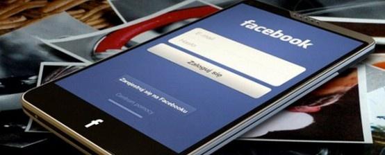 Te spekulacje po prostu nie chcą odejść: Facebook wydaje własnego smartfona, Facebook napisał własny system operacyjny http://www.spidersweb.pl/2013/03/facebook-z-nowym-domem-na-androidzie-nowa-aplikacja-wlasny-smarfon-czy-jednak-system-operacyjny.html