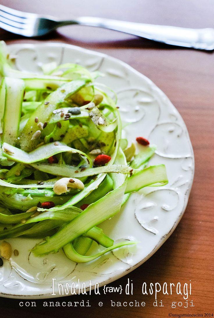 Una gatta in cucina: Insalata di asparagi (raw)