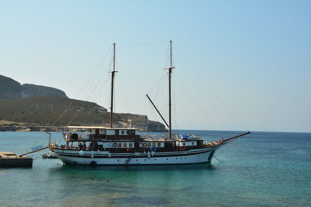 Croisière Croisière Cyclades secrètes en Caïque depuis Santorin- Croisière dans les Cyclades avec Héliades #Grèce #Cyclades #Santorin #Caïque