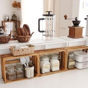 憧れる「おうちカフェ」インテリア。センスアップするコツ・コーデ見本 ... ティーグッズが揃ってきたら、置き場を作りましょう。コーヒー豆や