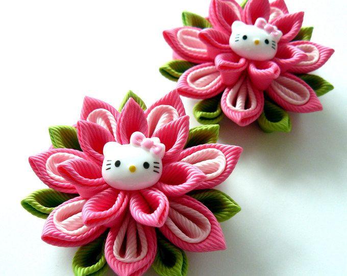 Una de las flores se hace en la técnica de tsumami kanzashi. Las flores se hacen de cinta del grossgrain... D de las flores ~ 2 pulgadas (5 cm).  En su petición se puede hacer una flor de combinaciones de color diferentes.  Mis trabajos hechos a mano pueden ser un regalo único para usted, su familia y amigos!  Para más artículos, visite por favor mi tienda Inicio: http://www.etsy.com/shop/JuLVa