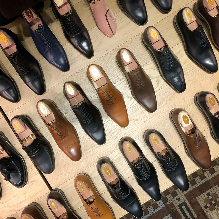 Jesper Ingevaldsson(@shoegazingblog):「 More from Paris, more French shoe brands. Pic 1: @bexleyshoes line-up in their Champs Elysees… 」