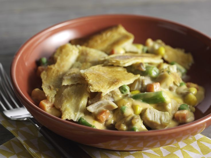 """Easy Cheesy Chicken Pot Pie – With words like """"easy"""" and """"cheesy"""" in the name, what's not to like about this delicious recipe? #PinThatTwist"""