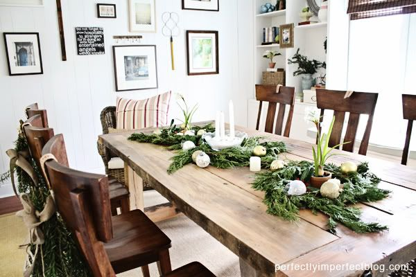 112 best holiday dining decor inspired entertaining for Table centerpiece ideas for home