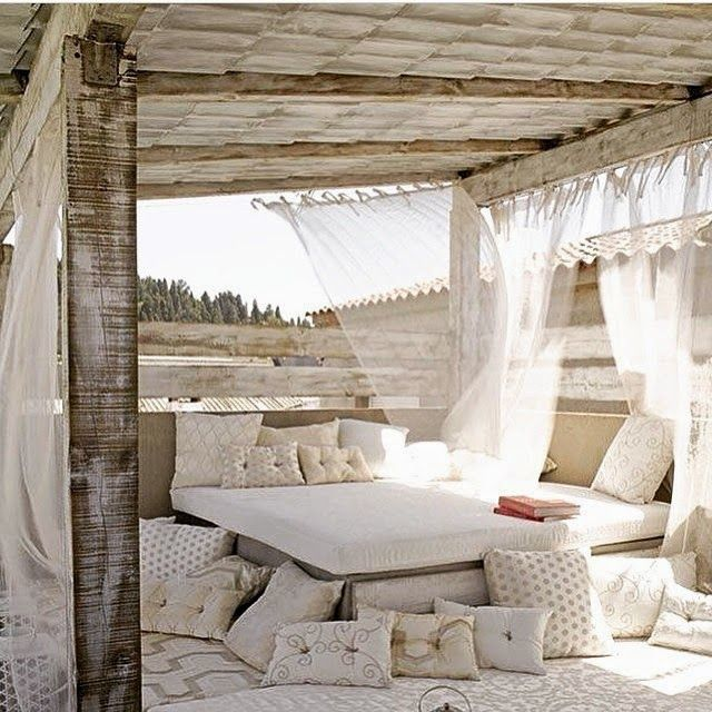 This would be a really lovely way to spend the day at the beach!!