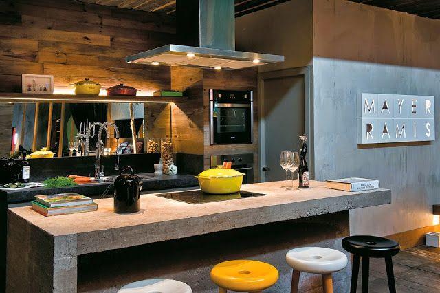 Bancada de concreto na cozinha.