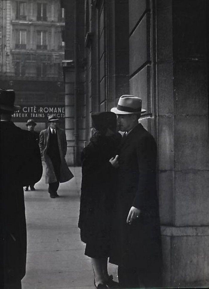 Brassaï, gueule-de-loupviolette, Paris ( 1937-38)