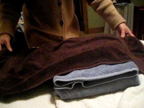 Decorative Folding: Bath Towels.  Several tutorials on different ways to fold towels. Nice for a guest bath or bed.