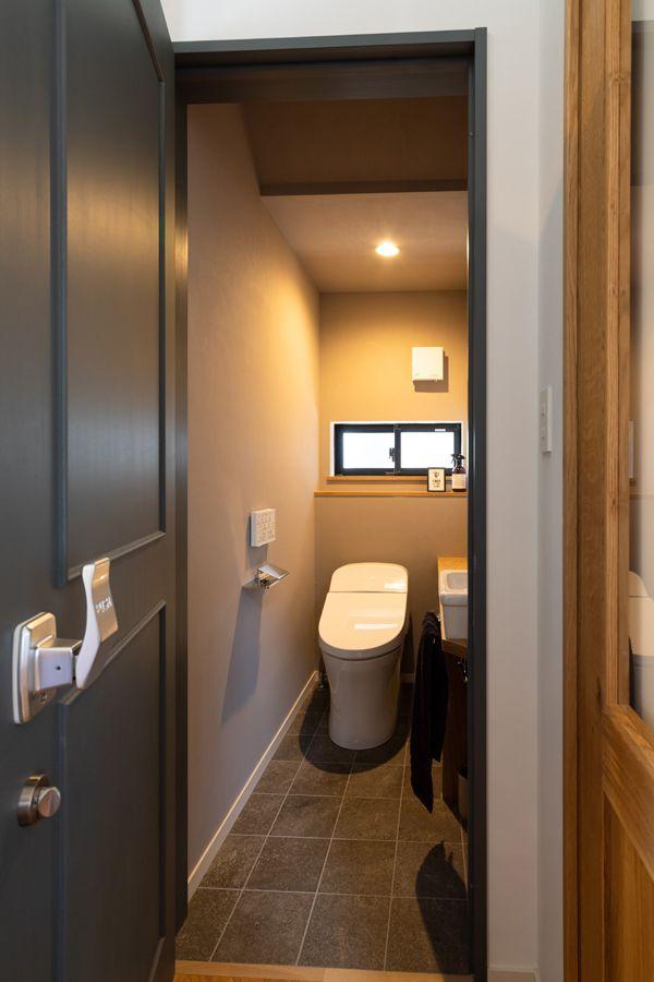 コンフォートハウス ゼストの写真集 倉敷市 注文住宅 工務店 ゼスト グレーのタイル トイレ おしゃれ