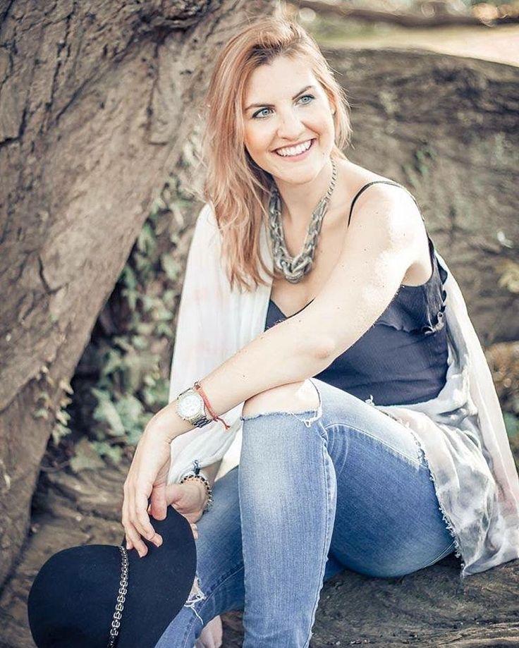 happy new week.  happy monday. . . #happymindhappylife #happiness  #momentsoflove #magic #happiness to #success #words #quote #positivevibes #mornings #girlpower #pictureoftheday #weekend #monday #we #timeisnow #laughing #behappy #beyou #enjoy #relax #portrait #aalen #heidenheim #ostalb #sunnyday #eveninglight #glow #shine #aalen #heidenheim #oberkochen #photography