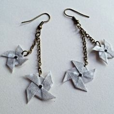 Boucles d'oreilles moulins à vent origami en tissu * gris à pois*