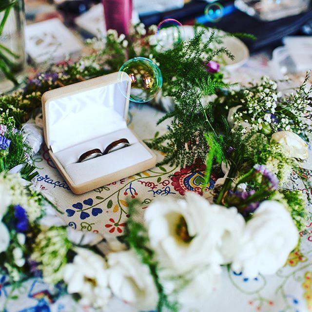 #wooden #wedding #weddingring #woodenring #wood #obraczki #inneobraczki #andrzejbielak #folk fot. Dawid Koziński