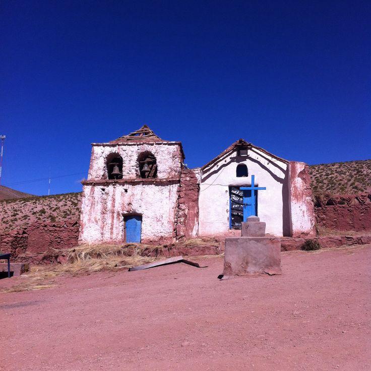 Esta iglesia es de un pueblito llamado Machuca, sólo tiene 11 habitantes. San Pedro de Atacama, Chile