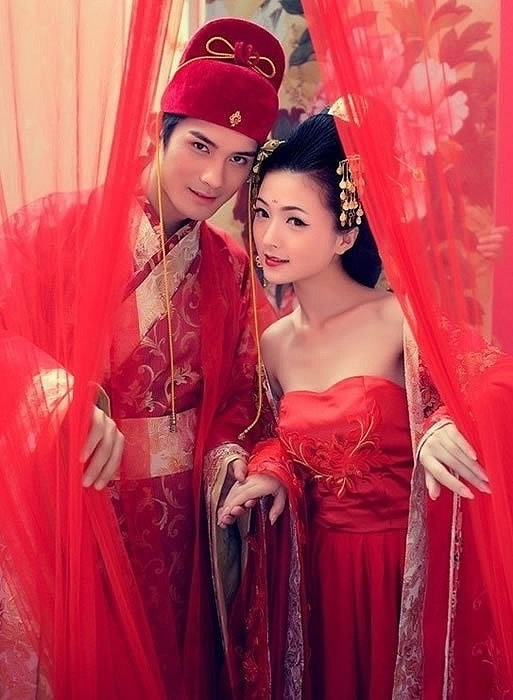 #Asian Fashions | Follow #Professionalimage #EventPhotography~ traditional chinese bridal dresses