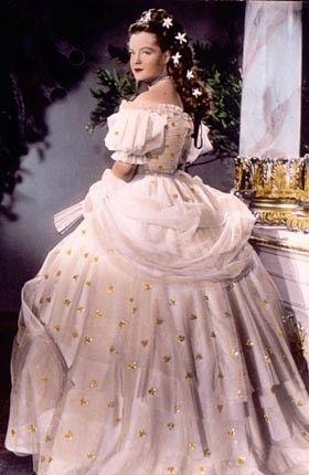 Ah Sissi ...romy schneider y était fabuleuse...petite fille, on rêvait de grandes robes à crinolines !