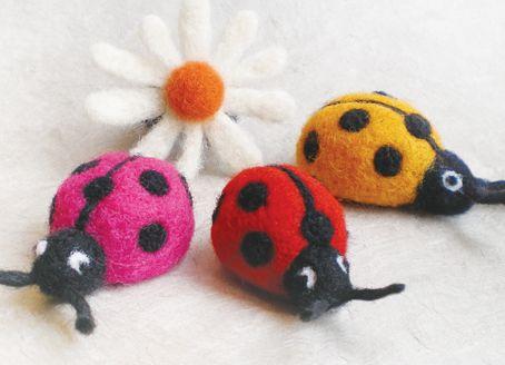 Création issa Felt, votre créatrice de laine feutrée qui organise un atelier dans notre mercerie  samedi 14 mai