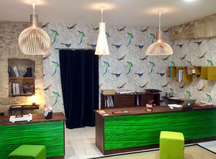 Création du décor de la nouvelle boutique prism art amazone de nobilis rideau en velours aïda tourmaline de fadini borghi
