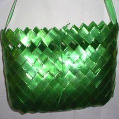 Passo a passo para fazer uma bolsa de PET - Arte Reciclada