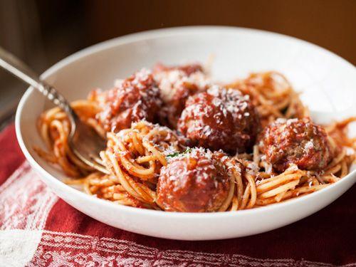 Los espaguetis con albóndigas son un clásico de la cocina ítaloamericana, un plato único con una rica salsa de tomate que gusta a todo el mundo.