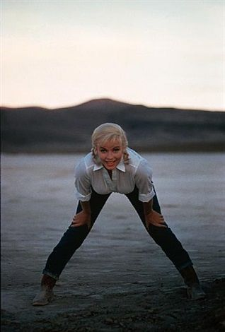 "USA. Nevada. US actress Marilyn MONROE on the set of ""The Misfits"" by John HUSTON. 1960. von Eve Arnold"
