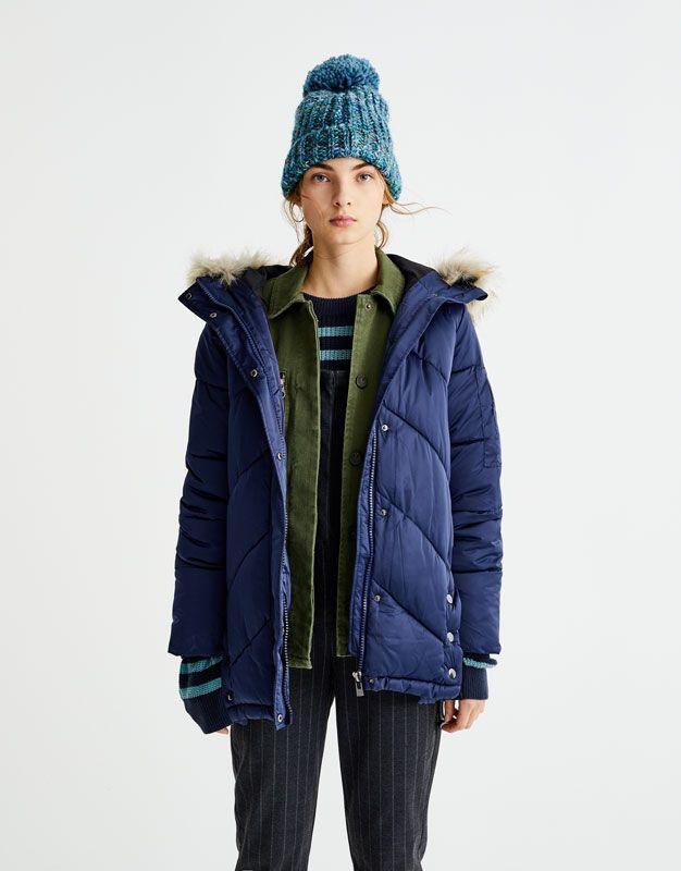 Z2018  Pikowany płaszcz z kapturem ze sztucznym futerkiem - Płaszcze i kurtki - Odzież - Dla Niej - PULL&BEAR Polska