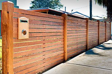 how to support horizontal fence board