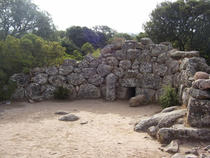 Travelogue Sardinia: Sa Domu e S'Orku (Is Concias - Quartucciu), Tomb of Giants, Nuragic Age.