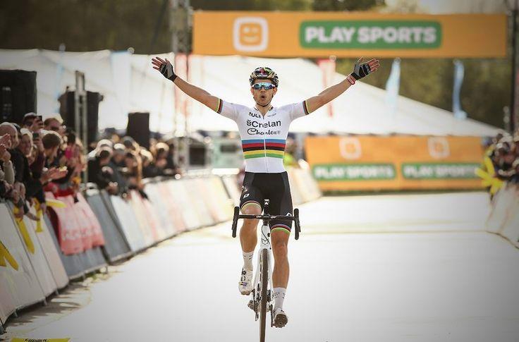 Wout van Aert remporte la 3e manche du Superprestige  https://todaycycling.com/wout-van-aert-superprestige-boom/  #Boom, #Cyclo-Cross, #MathieuVanDerPoel, #Superprestige, #WoutVanAert