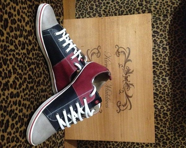 Sepatu 101 Hitam Merah