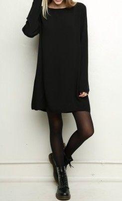 Eu amo look total black! Não consigo lidar com tamanho amor. O coturno deu a graça no look!