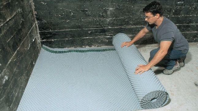 Grâce à l'installation d'une membrane de polyéthylène, l'effet cocon et chaleureux du sous-sol est assuré.