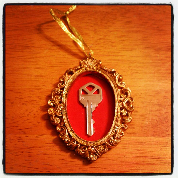 First apartment key ornament I made last Christmas !!!!! Love it