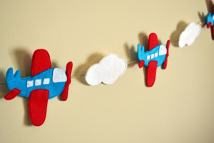airplane bunting....maybe use the airplane pattern for the mobile.