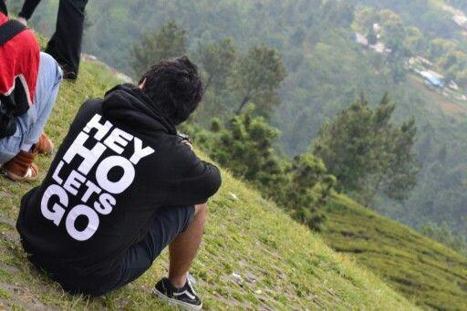 Nikmati pemandangan #HeyHoLetsGo
