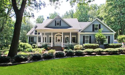 southern...I could be very comfortable here if I had a full time lawn person. BUT, isn't it beautiful!
