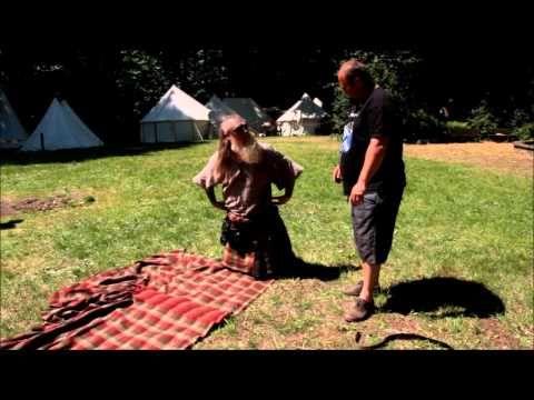 How to fold and wear a Kilt Ich bekomme meinen Plaid ( Kilt) mit Erklärung von Kevin Johnston (Saor Patrol) - YouTube