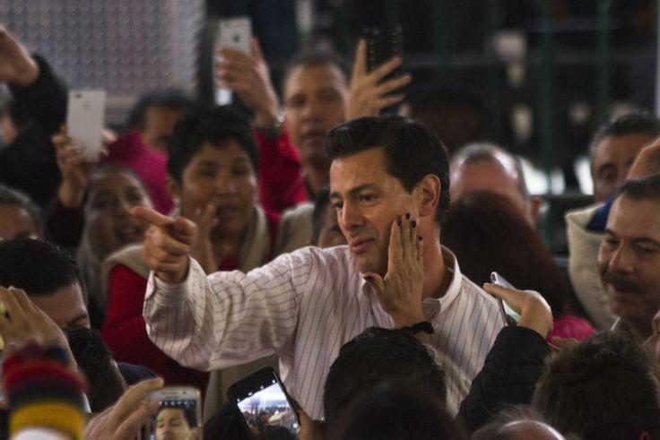 """Pide Peña Nieto alistar el """"ejército priista"""" para 2018"""