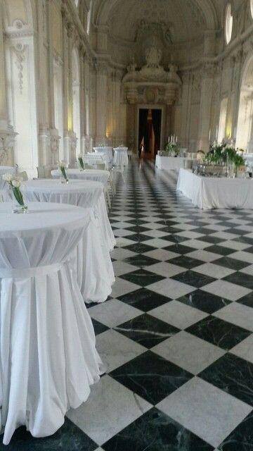 I tavoli apparecchiati per la cena di gala