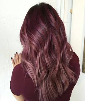 Que pensez-vous de cette couleur de cheveux bordeaux?