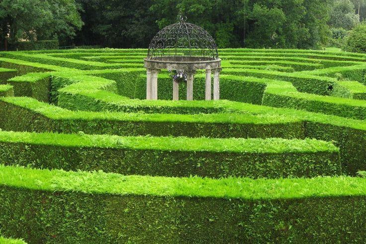 Gartenlabyrinthe Garten Mehrere Sorgfaltig Gepflegte Garten Ein Wilder Garten Und Ein Beautifulnails Nailcol Labyrinth Garden Unique Gardens Labyrinth Design