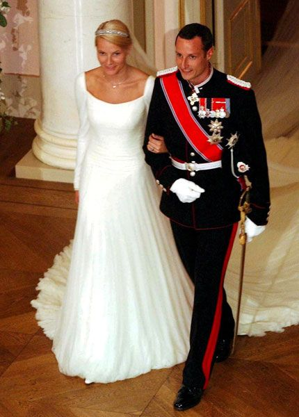 it was a wedding many thought they'd never see, and she didn't exactly fit the royal bride stereotype. In many ways, I think Ove Harder Finseth had a similar challenge when asked to design a wedding gown for Mette-Marit Tjessem Høiby for her August 25, 2001 wedding to Crown Prince Haakon of Norway.