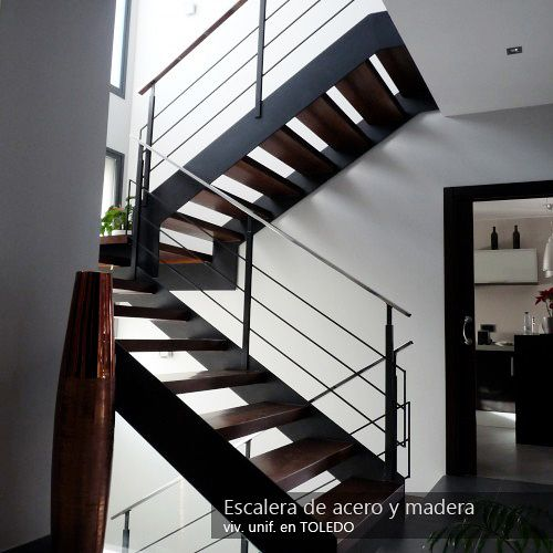 Fotografía de Escalera de acero y madera por Torrejon Arquitectos #191930…