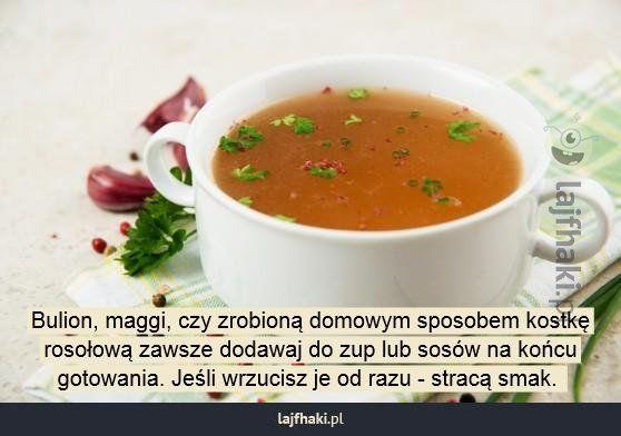 Jak poprawnie gotować zupę? - Bulion, maggi, czy zrobioną domowym sposobem kostkę rosołową zawsze dodawaj do zup lub sosów na końcu gotowania. Jeśli wrzucisz je od razu - stracą smak.