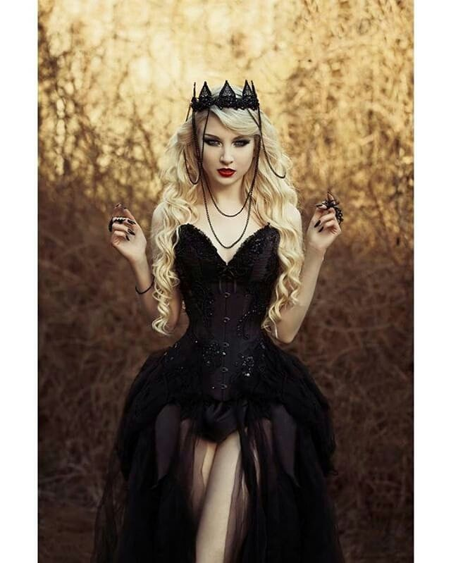 Model: @mariaamanda_official Photo: @nini29dk Corset: Royal Black Couture &…                                                                                                                                                                                 More