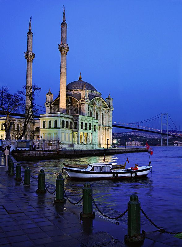 The Ortaköy Mosque and the first bridge of Bosphorus in the background in #Instanbul #Turkey #kitsakis
