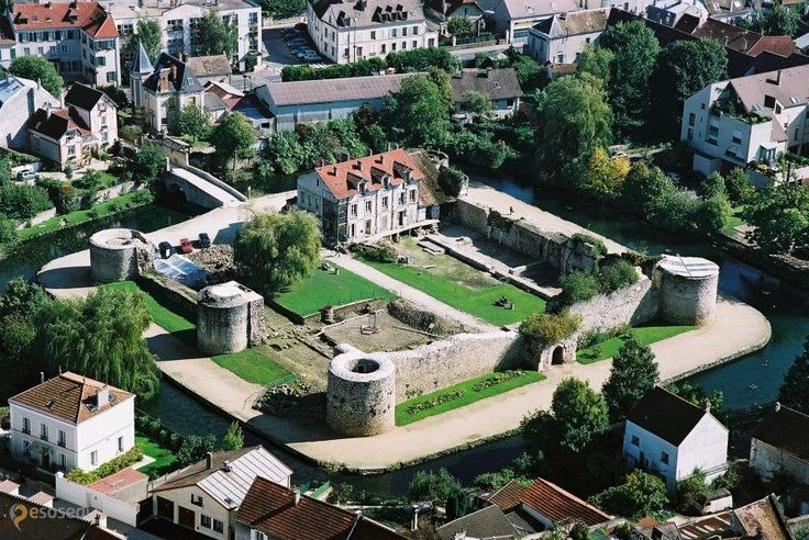 Замок Бри-Конт-Робер – #Франция #Иль_де_Франс #Брие_Комте_Роберт (#FR_J) Руины замка 12 века, бесплатный свободный осмотр, кроме понедельника http://ru.esosedi.org/FR/J/1000454382/zamok_bri_kont_rober/