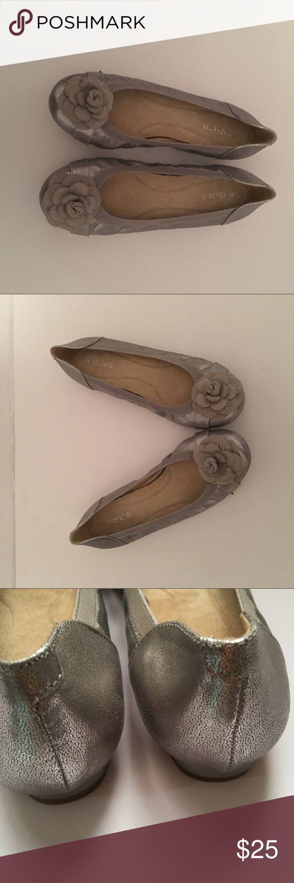 Michelle D ballet shoes Michelle D Silver ballet flats with large flower accent . Great condition 9 1/2 🌻🌻🌻make me a deal !!!!! Michelle D Shoes Flats & Loafers