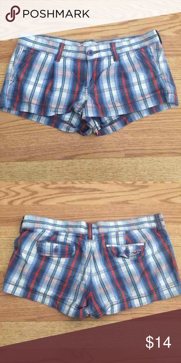 Hollister Shorts Size 3 Super cute plaid hollister shorts size 3!! Like new! Check out my closet too! Hollister Shorts Jean Shorts